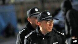 北京警察在劉曉波妻子劉霞住所外巡邏