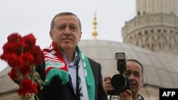 Turqi: Partia e Kryeministrit Erdogan fiton një mandat të tretë
