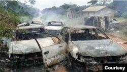 Des combattants ADF ont incendié un convoi de voitures dans le village de Mafifi, territoire d'Irumu, Ituri, RDC, le 1er septembre 2021. (Twitter/Ministère de la Communication et des Médias de la RDC)