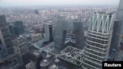 空中俯瞰北京金融街道上的汽车( 2018年11月28日 路透社)