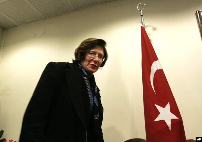 Exembajadora de EE.UU. para Azerbaiyán, Anne Derse.