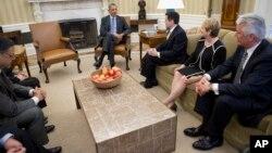 El presidente Barack Obama se reunió con un grupo de líderes religiosos a quienes dijo que no hará movimientos por la reforma sin apoyo bipartidista.