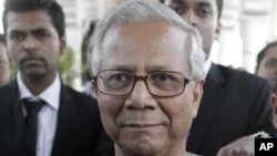 Bangladeshi Nobel laureate Muhammad Yunus arrives in court for a hearing in Dhaka March 7, 2011. Yunus, 70, is challenging his removal by the central bank on the grounds that he had overstayed as head of Grameen operations in violation of the law.The