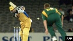 آسٹریلیا اور جنوبی افریقہ کے درمیان 1999 کے ورلڈ کپ سیمی فائنل کی ایک جھلک۔