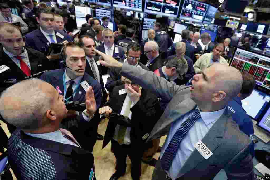 Cena na Bolsa de Nova Iorque depois da Microsoft ter anunciado a compra da LinkedIn por mais de 26 mil milhões de dólares