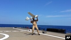 Los pequeños drones podrán pasar horas en el aire tomando medidas desde muchos puntos para dar a los investigadores una forma más eficaz de entender la física de las tormentas.