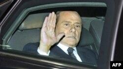 Thủ tướng Ý Silvio Berlusconi rời dinh tổng thống ở Rome sau một cuộc họp hôm 12/11/11