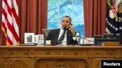 El presidente estadounidense Barack Obama, sostuvo una conversación telefónica con el mandatario iraní, Hassan Rohani, la primera entre dos presidentes de estas naciones desde 1979.