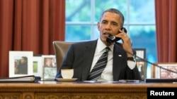 Prezident Barak Obama Eron prezidenti Hasan Ruhoniy bilan telefonda, 27-sentabr, 2013, Oq uy, Vashington