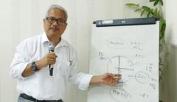Prof Laksono Trisnantoro, Staf Khusus Menteri Kesehatan bidang Ketahanan Industri Obat dan Alat Kesehatan. (Foto: VOA/Nurhadi Sucahyo)