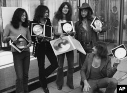 "FILE - British rock band Deep Purple present their golden record they received in West Berlin for the sales of their latest album, ""Deep Purple in Rock,"" in West Germany, Sept. 1, 1971."