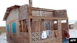 Một căn nhà bị ngập ở Ashiaman, trong khu vực Greater Accra, ngày 21/6/2010