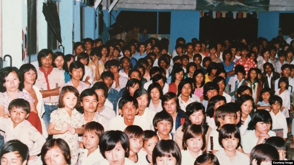 Thuyền nhân Việt Nam tại trại tị nạn ở Galang, Indonesia, 1986.