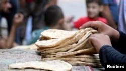 Aleppo đang ở một thời điểm hệ trọng khi mà thức ăn đang cạn kiệt nhanh chóng cho 300.000 người bị mắc kẹt trong thành phố.