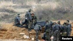 Južnokorejski vojnici na položaju nedaleko od demilitarizovane zone koja razdvaja dve Koreje