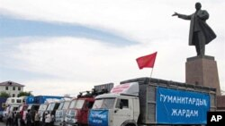 Trucks carrying humanitarian aids are seen near Lenin's monument in central Osh on 16 Jun 2010