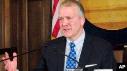 댄 설리반 공화당 상원의원.