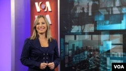 VOA's Patricia Dalmasy de-Lucio in studio 54 on the set of her show Foro Interamericano.
