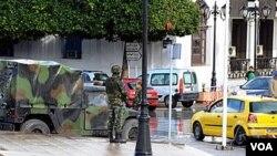 Rige el estado de emergencia en Túnez y las fuerzas policiales y militares han ocupado las calles.