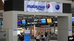 Polisi Malaysia menangkap tiga orang di bandara internasional Kuala Lumpur yang diduga akan bergabung dengan kelompok ISIS (foto: ilustrasi).