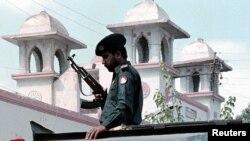 Pripadnik pakistanske policije u Karačiju