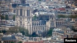 2019年4月16日,在发生大规模火灾后,巴黎圣母院大教堂的一部分遭到破坏。
