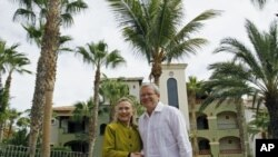 US Secretary of State Hillary Clinton meets with Australia's Foreign Minister Kevin Rudd at the G20 foreign ministers summit in Los Cabos, Mexico, February 20, 2012.