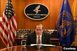 美國衛生及公共服務部部長阿扎爾(Alex Azar)在2020年4月27日與台方進行雙邊通話會議。(圖片取自Alex Azar 推特)