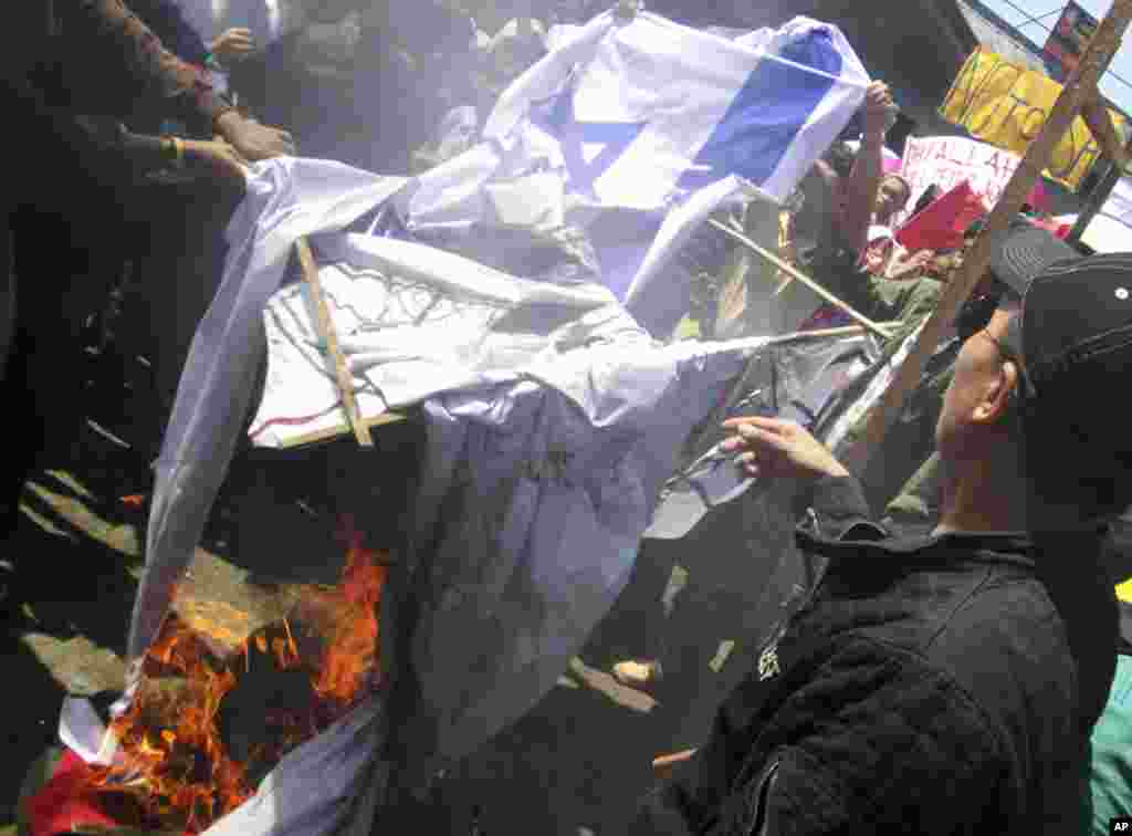 Filipino Muslims prepare burn a mock American and Israeli flags during a rally at Marawi city in southern Philippines Sept. 17, 2012 to protest an anti-Islam video which has gone viral on YouTube.