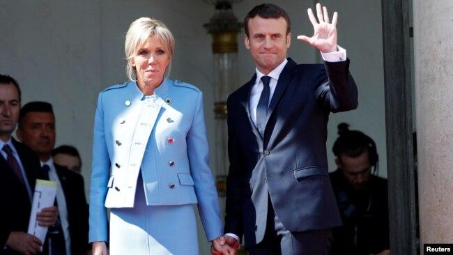 Tân Tổng thống Pháp và phu nhân trong lễ nhậm chức hôm 14/5.