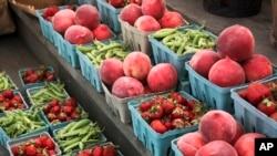 Buah-buahan dan sayuran yang bisa ditukar dengan kupon tunjangan gizi SNAP di Gettysburg, Pennsylvania (foto: dok).
