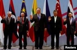 마이크 폼페오 미국 국무장관이 지난해 8월 싱가포르에서 열린 아세안-미국 외교장관회의에 참석했다.