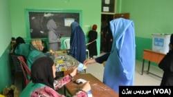 یکی از مراکز ثبت نام رای دهندگان در ولایت بلخ