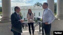 Ambasador Ričard Grenel i premijer Kosova Avdulah Hoti u Vašingtonu 3. septembra 2020. (Foto: Tviter nalog Saveta za nacionalnu bezbednost