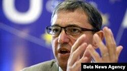Šef Delegacije EU u Srbiji Vensan Dežer predstavlja rezultate ankete o stavovovima gradjana Srbije prema Evropskoj uniji