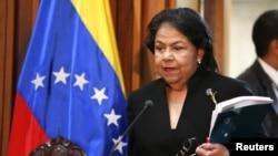 """La presidenta del Tribunal Supremo de Justicia de Venezuela, Luisa Estella Morales, se prepara para declarar a Chávez y a Maduro """"en funciones""""."""
