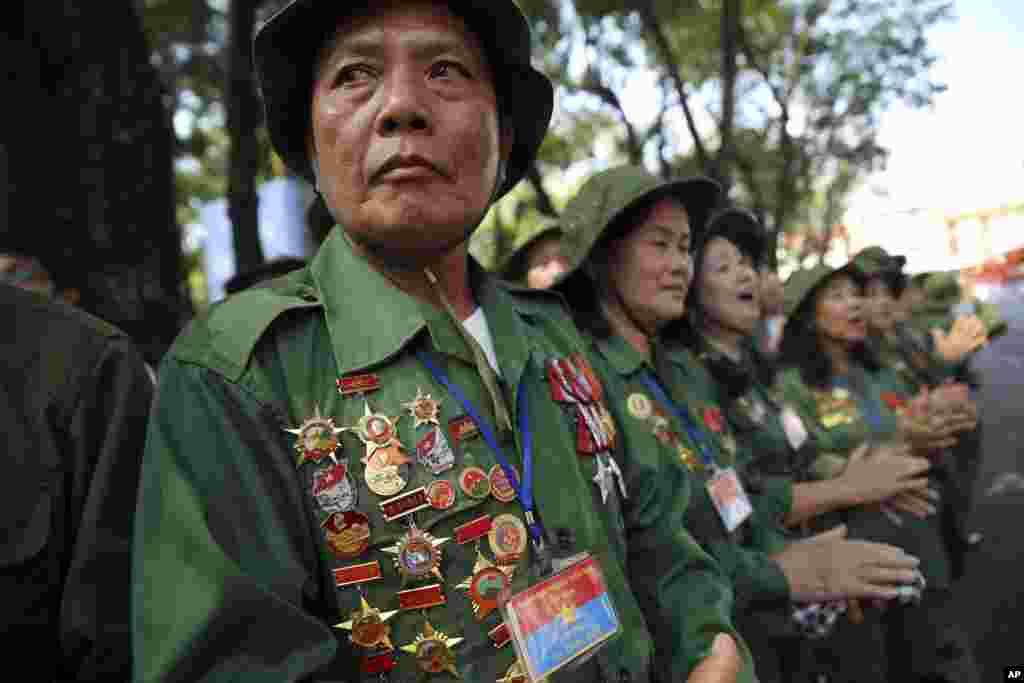 ویتنام میں جنگ بندی کی یاد میں چالیسویں برسی منائی جا رہی ہے۔