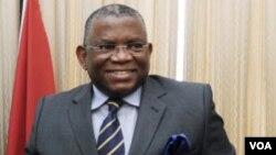 Angola ministro dos negócios estrangeiros George Chikoti