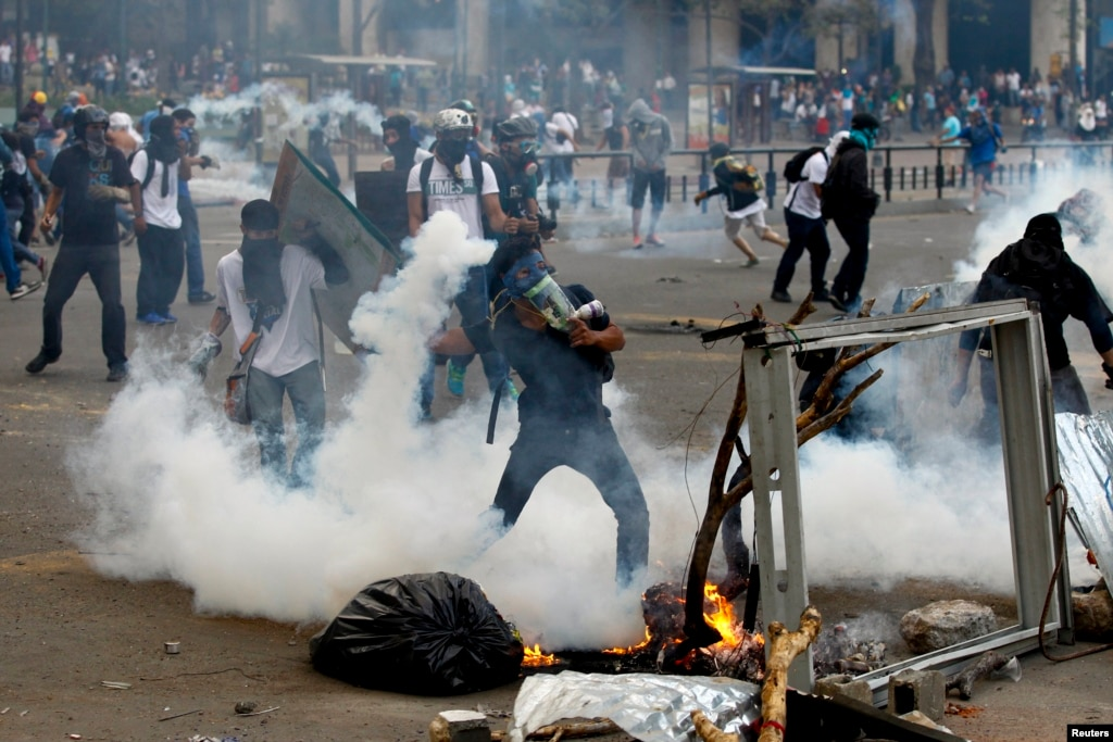 Zimbabweans Hit Back At South Africa Burning Out South: Student Leader Killed In Venezuelan Unrest