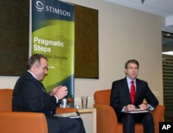 坎贝尔与史汀生中心主席布伦菲尔就亚太战略进行对谈