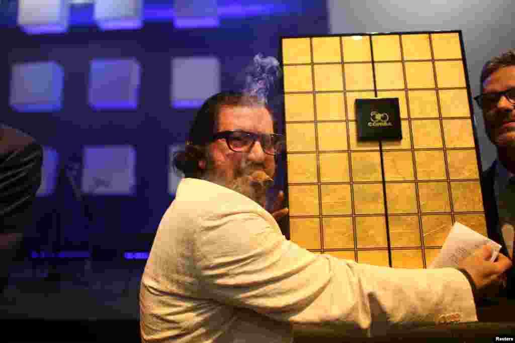 رضا بالودس از ایران، برنده 320 هزار یورویی مزایده جعبه سیگار برند معروف سیگار برگ کوهیبا در جشنواره هاوانا