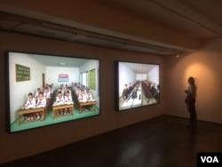 朝鲜加强在俄罗斯宣传,2017年7月份在莫斯科举办朝鲜图片展览。(美国之音白桦拍摄)