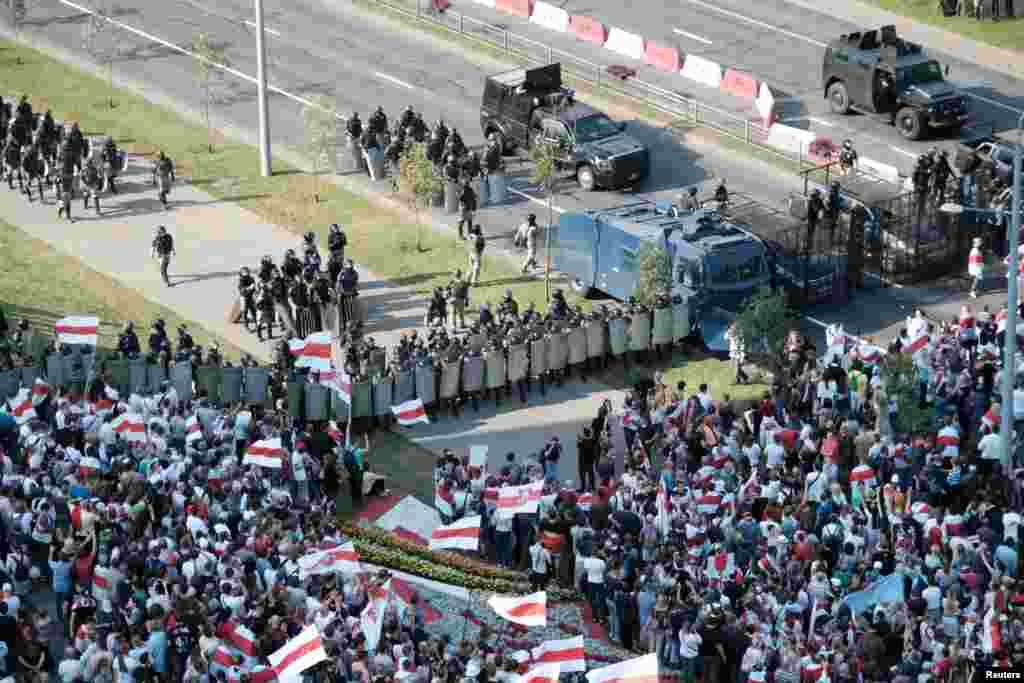 مظاہرین کا مطالبہ ہے کہ صدر الیگزینڈر لوکاشینکو فوری طور پر مستعفی ہوں۔