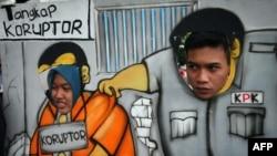 Para pendukung KPK berpawai dengan menggunakan kardus bergambar petugas KPK menangkap koruptor di Malang, Jawa Timur, 23 Januari 2015. (Foto: AFP)