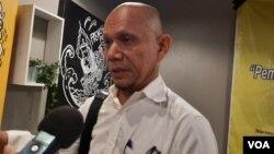 Saor Siagian, salah satu anggota tim kuasa hukum Novel Baswedan. (VOA/Fathiyah)