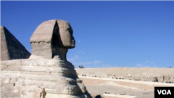 Sphinx, Abul Hawl in Arabic, the enormous statue with a man's head and a lion's body standing guard over the pyramids in Giza, outside Cairo, Egypt. (Diaa Bekheet/VOA)