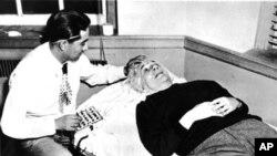 Einstein saat direkam gelombang otaknya pada September 1950 di Princeton, New Jersey, oleh Dr. Alejandro Arellano. (Foto: Dok)