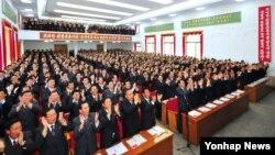 김정은 북한 국방위원회 제1위원장을 노동당 제7차 대회 대표로 추대하는 노동당 양강도, 강원도, 황해남도 대표회가 현지에서 23일 진행됐다고 북한 조선중앙통신이 25일 보도했다.