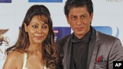 Indian actor Shah Rukh Khan and his wife Gauri pose during the Zee Cine Awards in Macau, January 21, 2012.