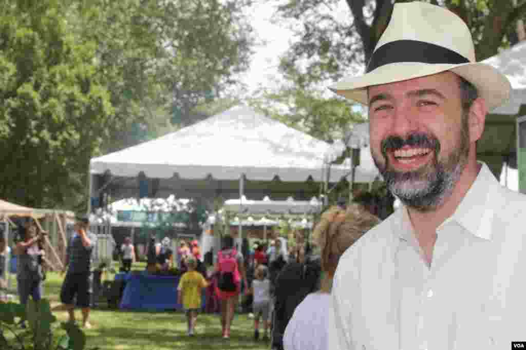 Michael Mason, director del Folklife y herencia cultural del Smithsonian explica a la Voz de América sobre la importancia de este festival de cultura y tradición.